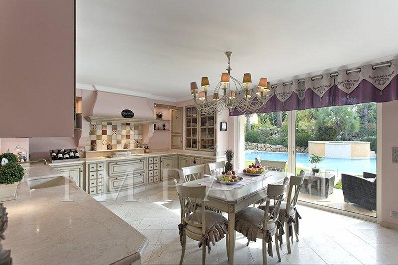 Magnificient Provencale style villa - Very close to Mougins center shops and motorway
