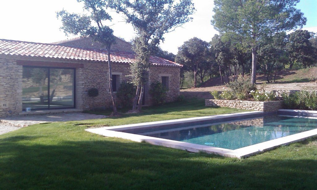 CONTEMPORY HOUSE IN GORDES