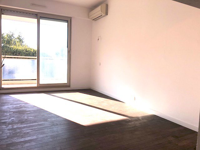1 bedroom apartment with South Terrace and Garage / Montrose