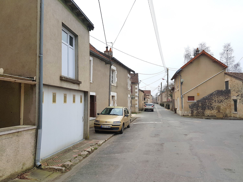 Leuk huis met garage en tuin op 1 km van Saint Savin