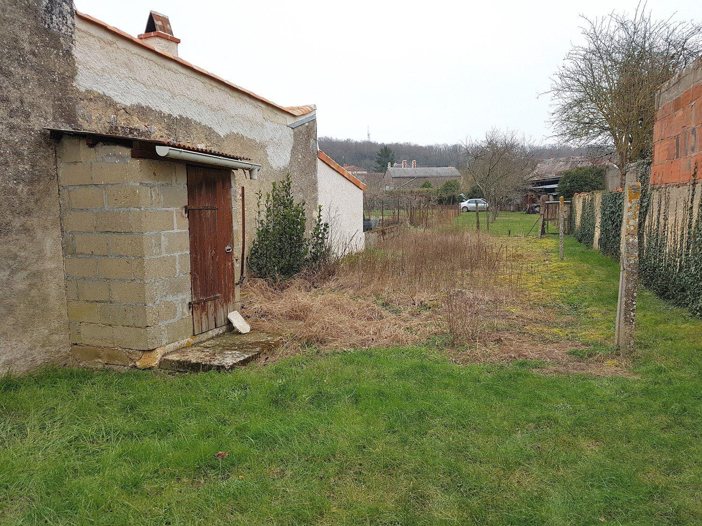 Maison sympathique avec garage et jardinet à 1 km de Saint Savin