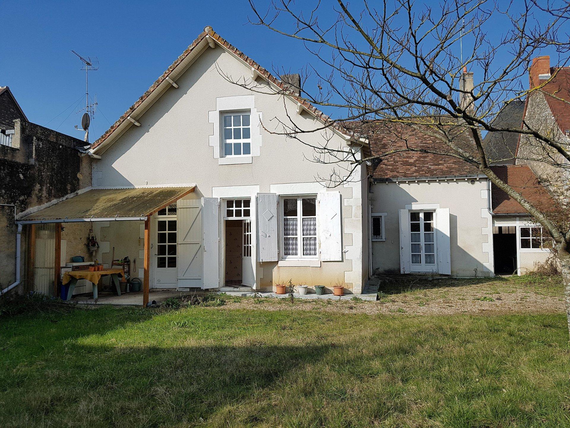Le Blanc: belle maison de plein pied avec jardin et garage