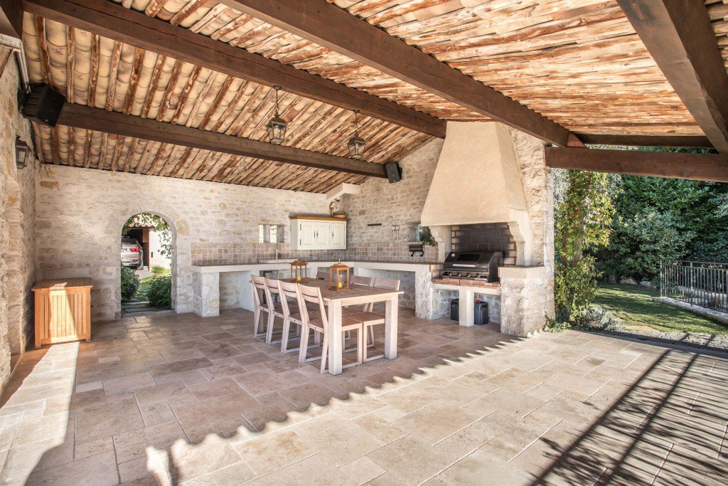 Spectacular stone-built property with breathtaking views to the sea, Chateauneuf