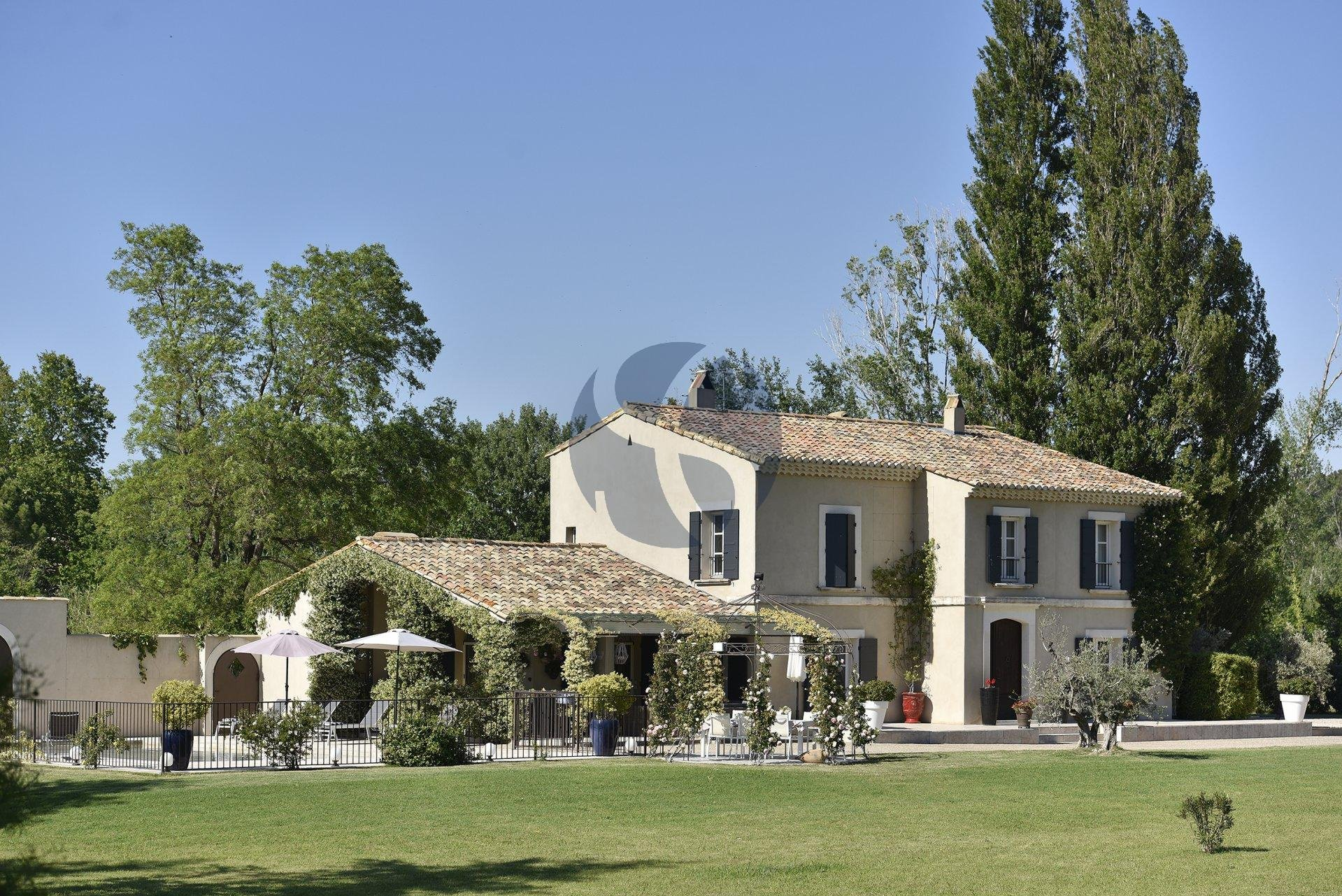 Contemporary villa in Maussane les Alpilles