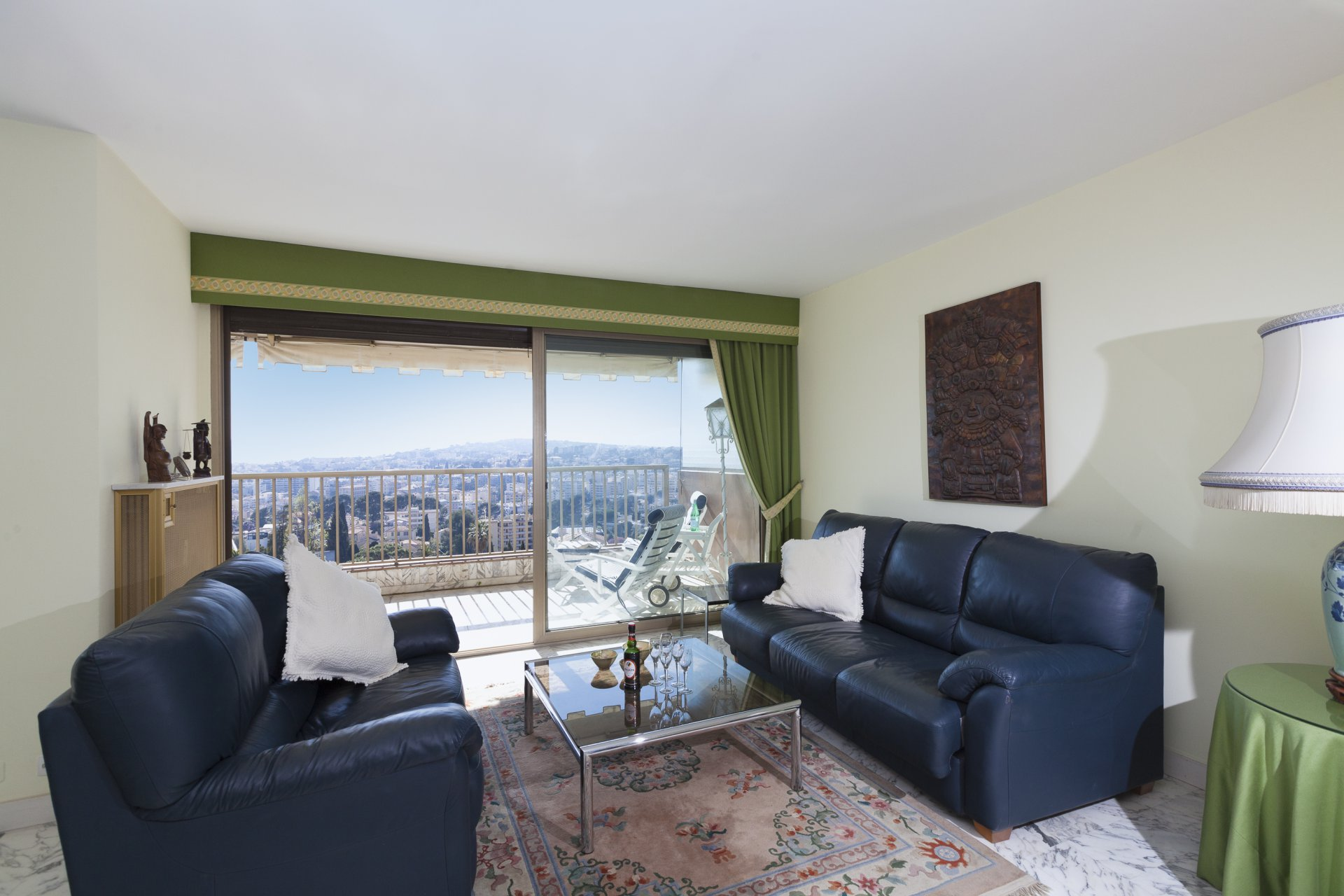 Large 1/2-bed apartment with sea views