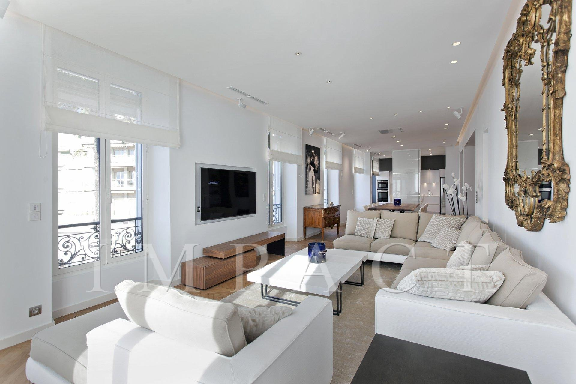 Renovated apartment opposite Le Palais to rent in Cannes