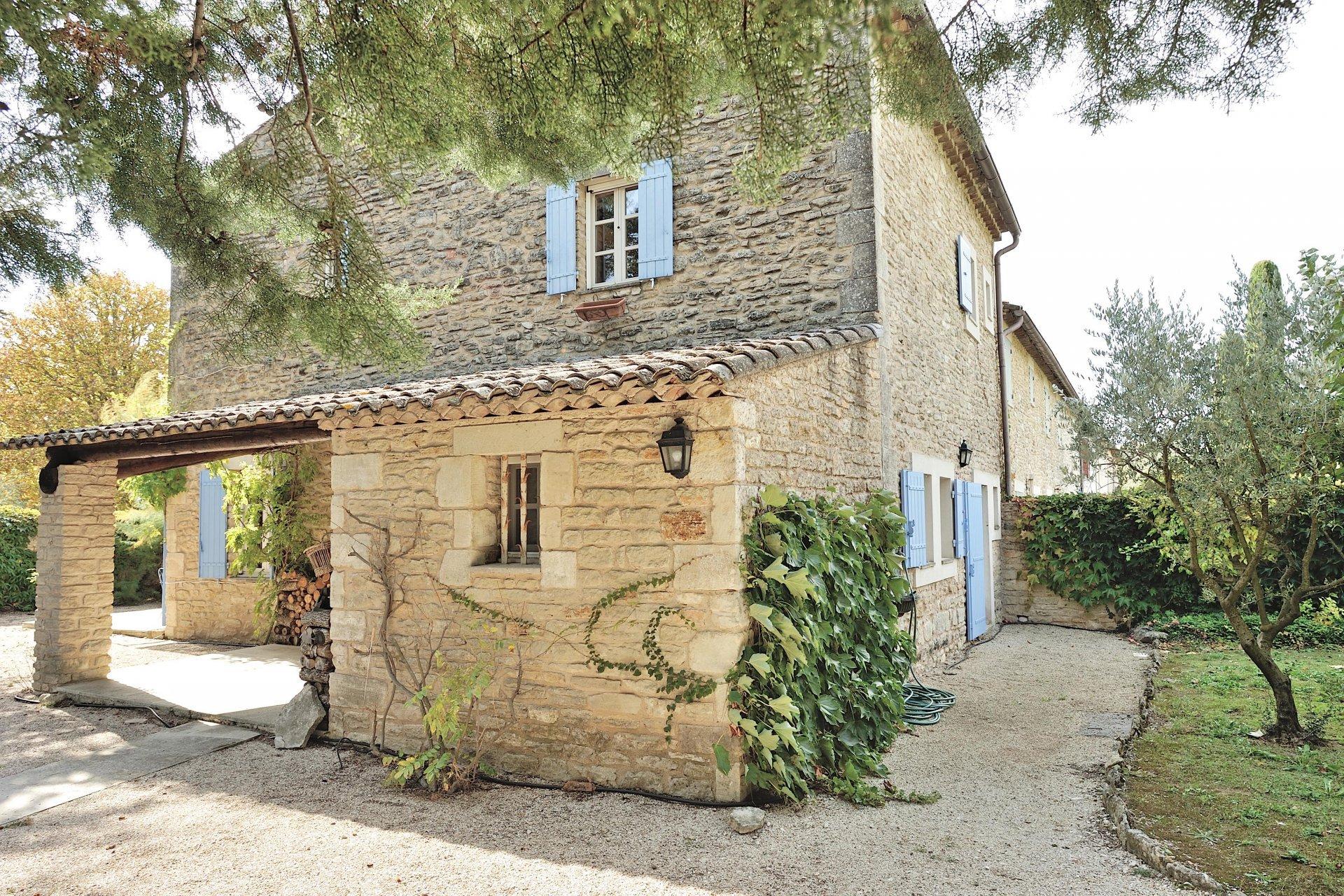 Gordes, Maison en pierre du 18ème siècle