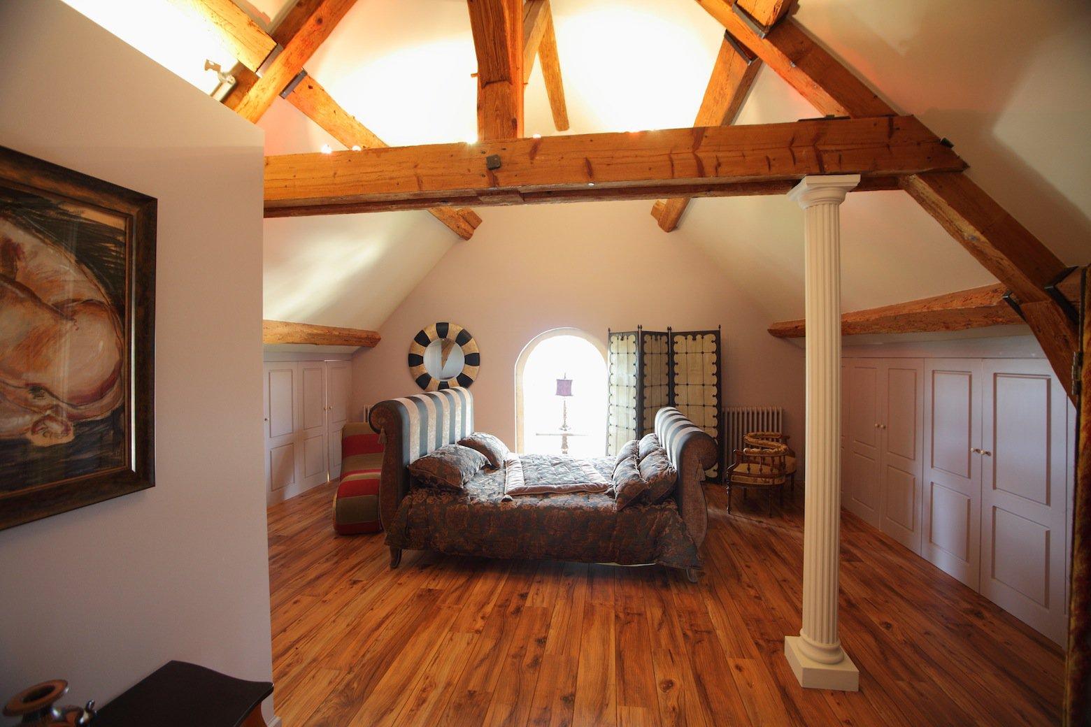 High ceiling, natural light
