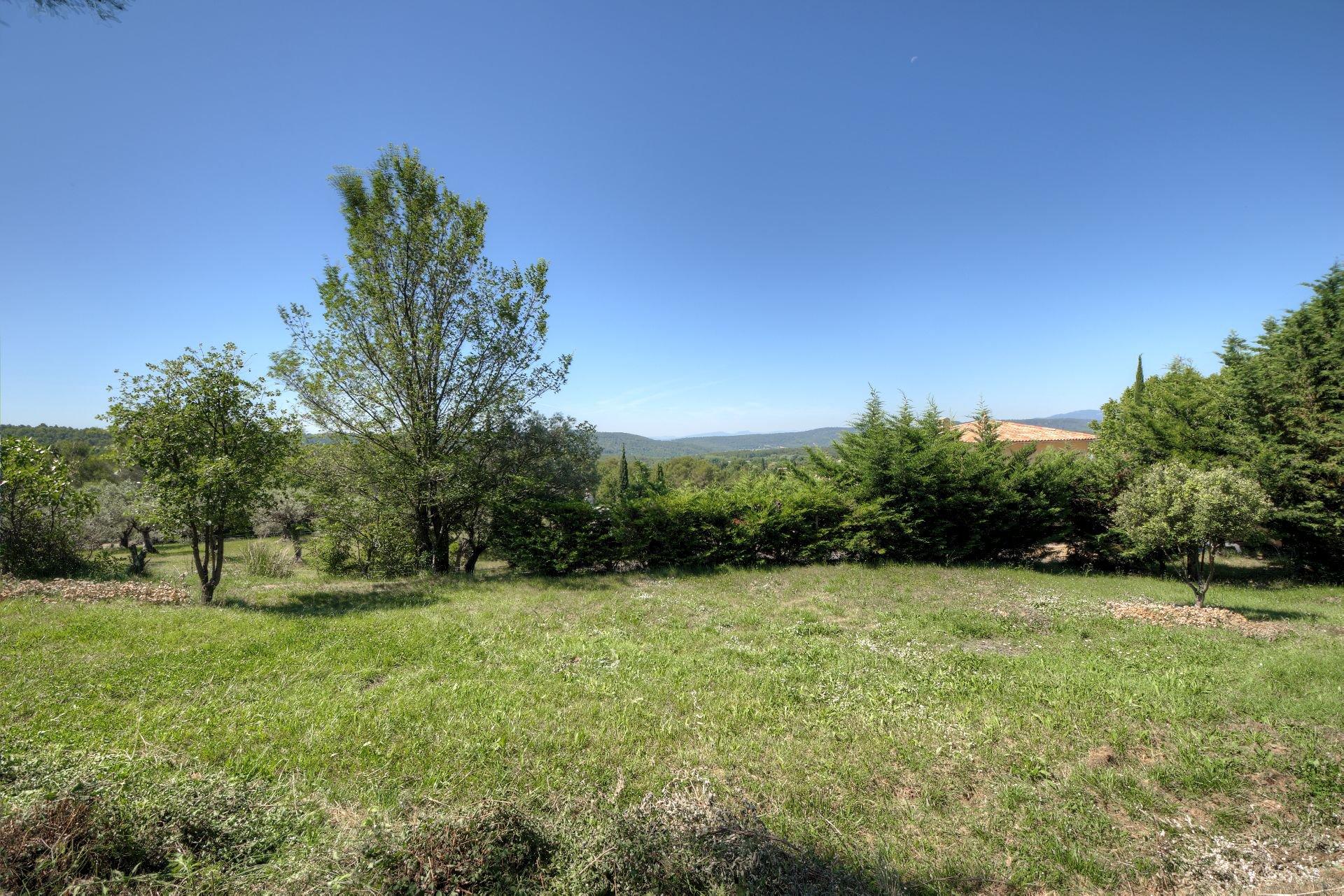 Sale Plot of land - Villecroze
