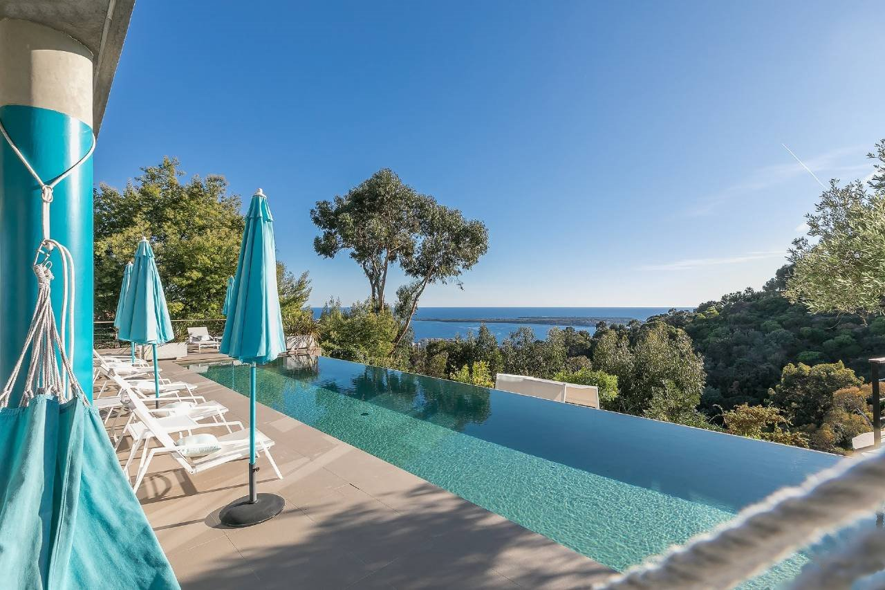 Super Cannes modern villa with sea views.