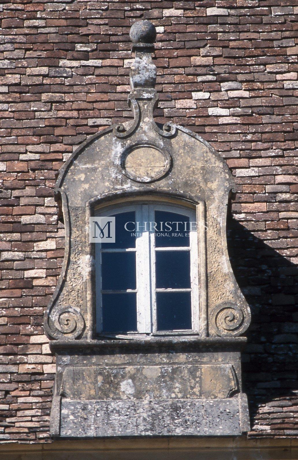 Sculpted dormer window