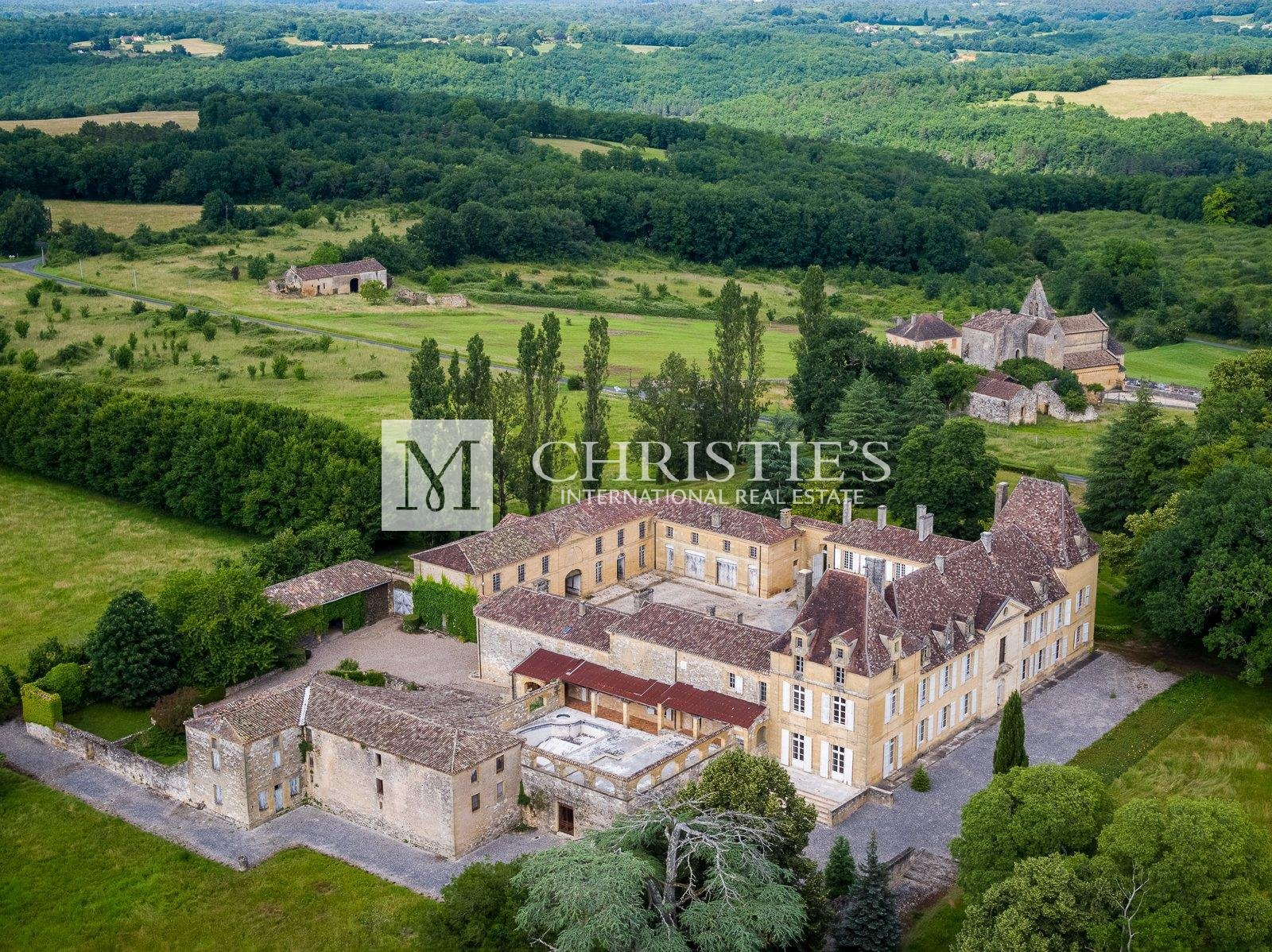 Chateau and domaine for sale with 190 hectares, Dordogne