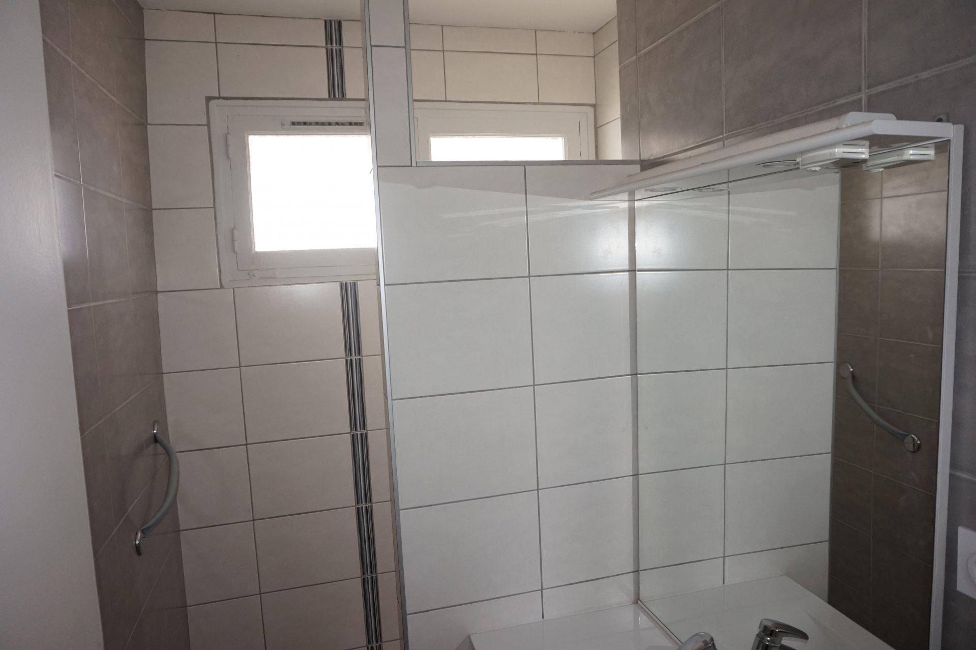 Lumière naturelle, ventilateur de plafond