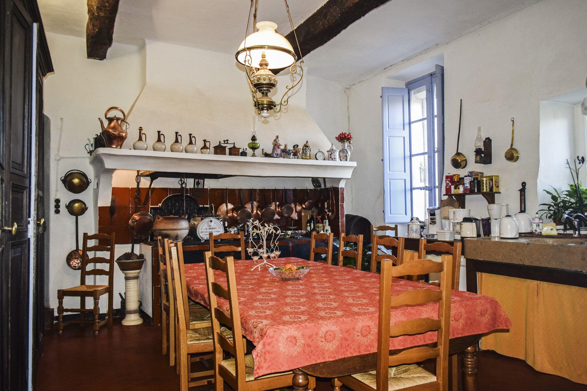 cuisine Bastide 18 ième siècle 750 m², sur 2 ha chambres d'hôtes, le luc, var, provence