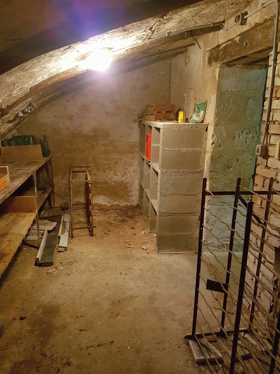 Groot huis met souterrain (7 slaapkamers)