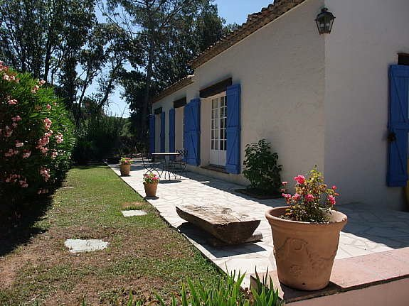 Provencal charm, quiet location and walking distance to the village