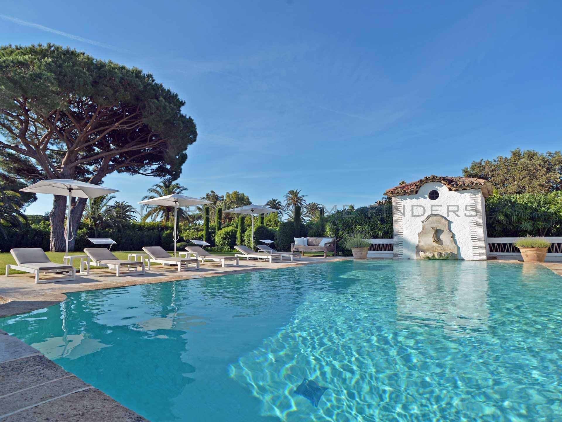 Outstanding Property in Les Parcs