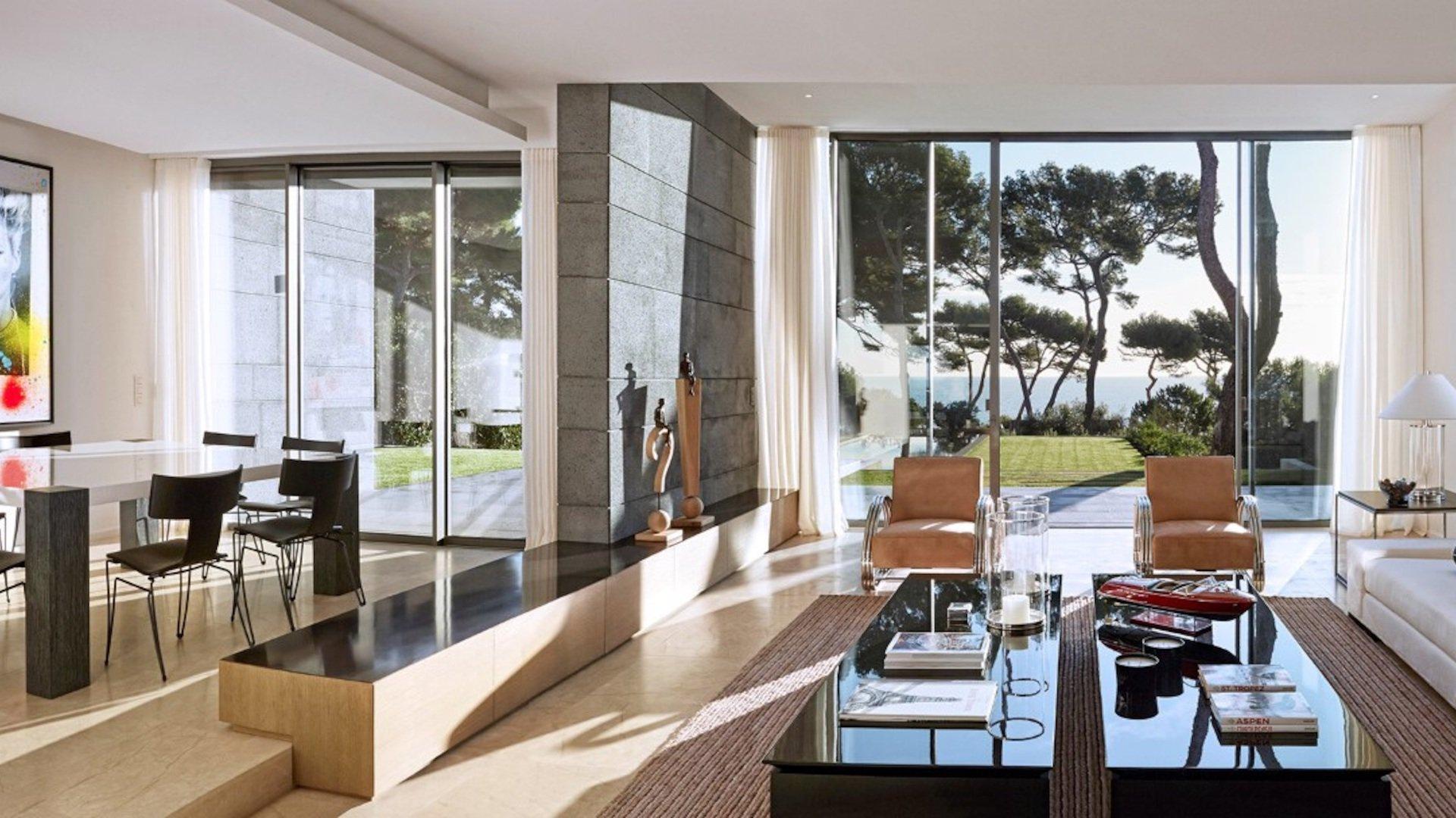 Villa moderne avec piscine et vue mer au cap d'antibes