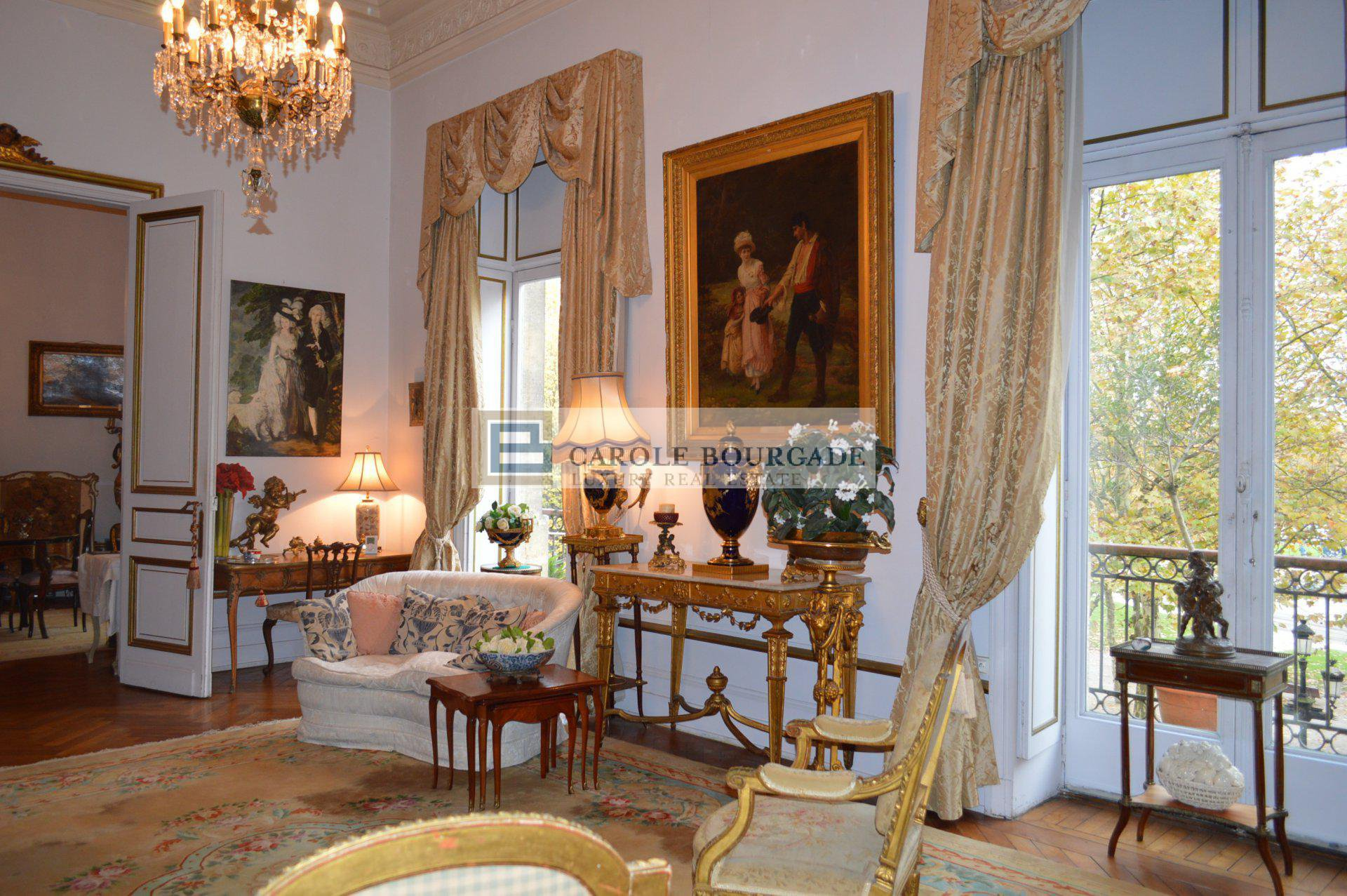 BORDEAUX CITY CENTER RARE AND EXCEPTIONAL APARTMENT