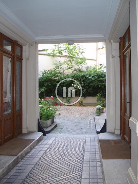 VENDU-Rue de Tocqueville / studette meublée