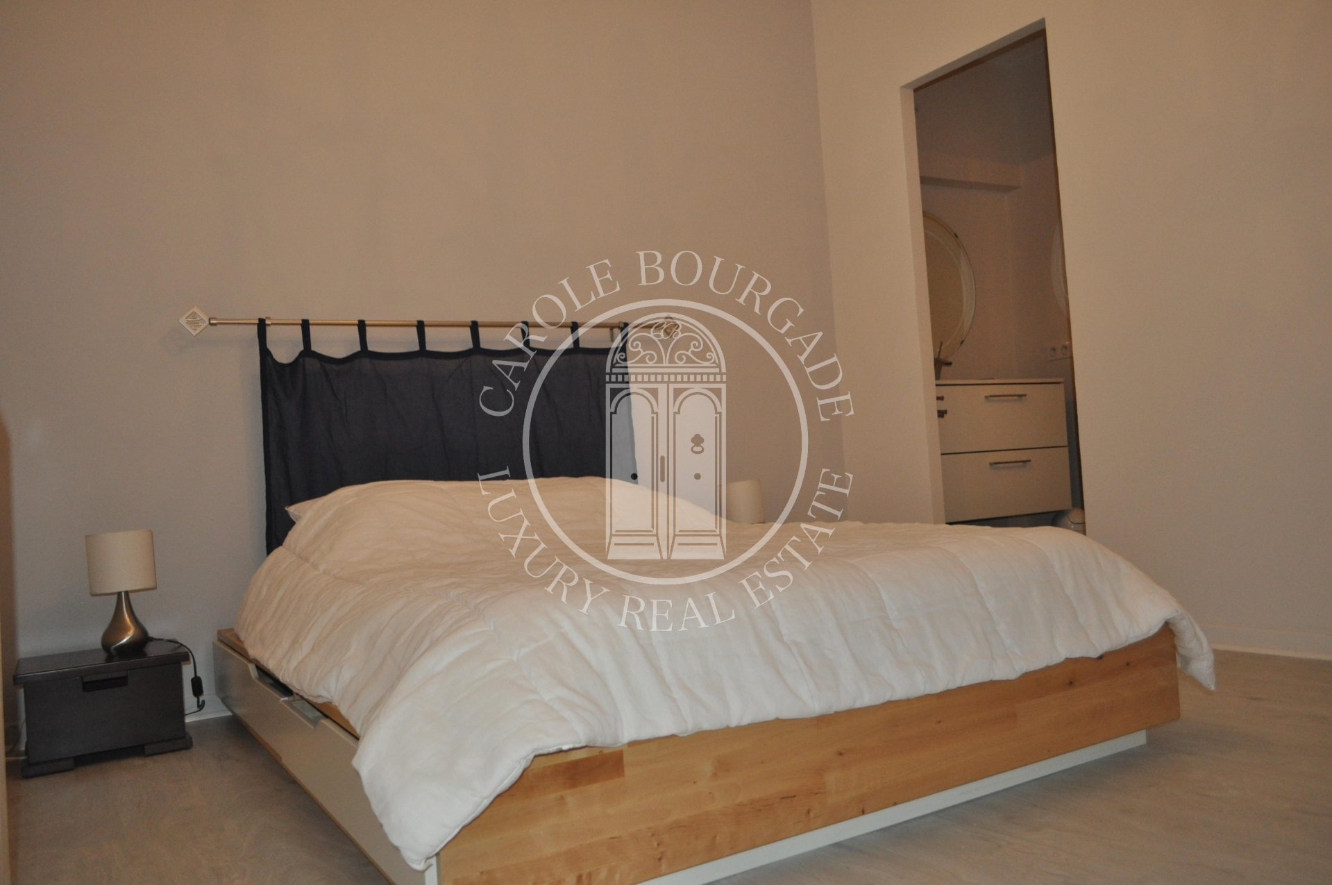 NOT AVAILABLE FURNISHED RENTAL SPACIOUS T2  BORDEAUX HYPER CENTRE