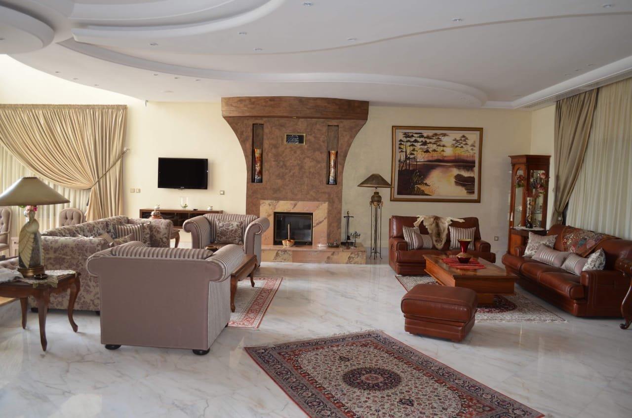 A louer une villa de 1200 m²  avec piscine au lac 2