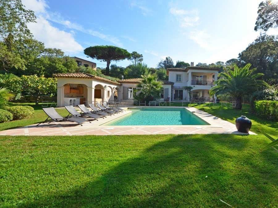 Provencal villa in quiet area