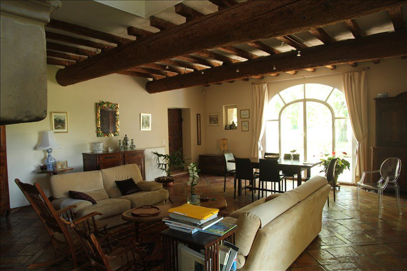 6 bedroom Provence farmhouse for sale in Arles