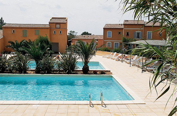 2 bedroom house for sale in Arles in a secure residence