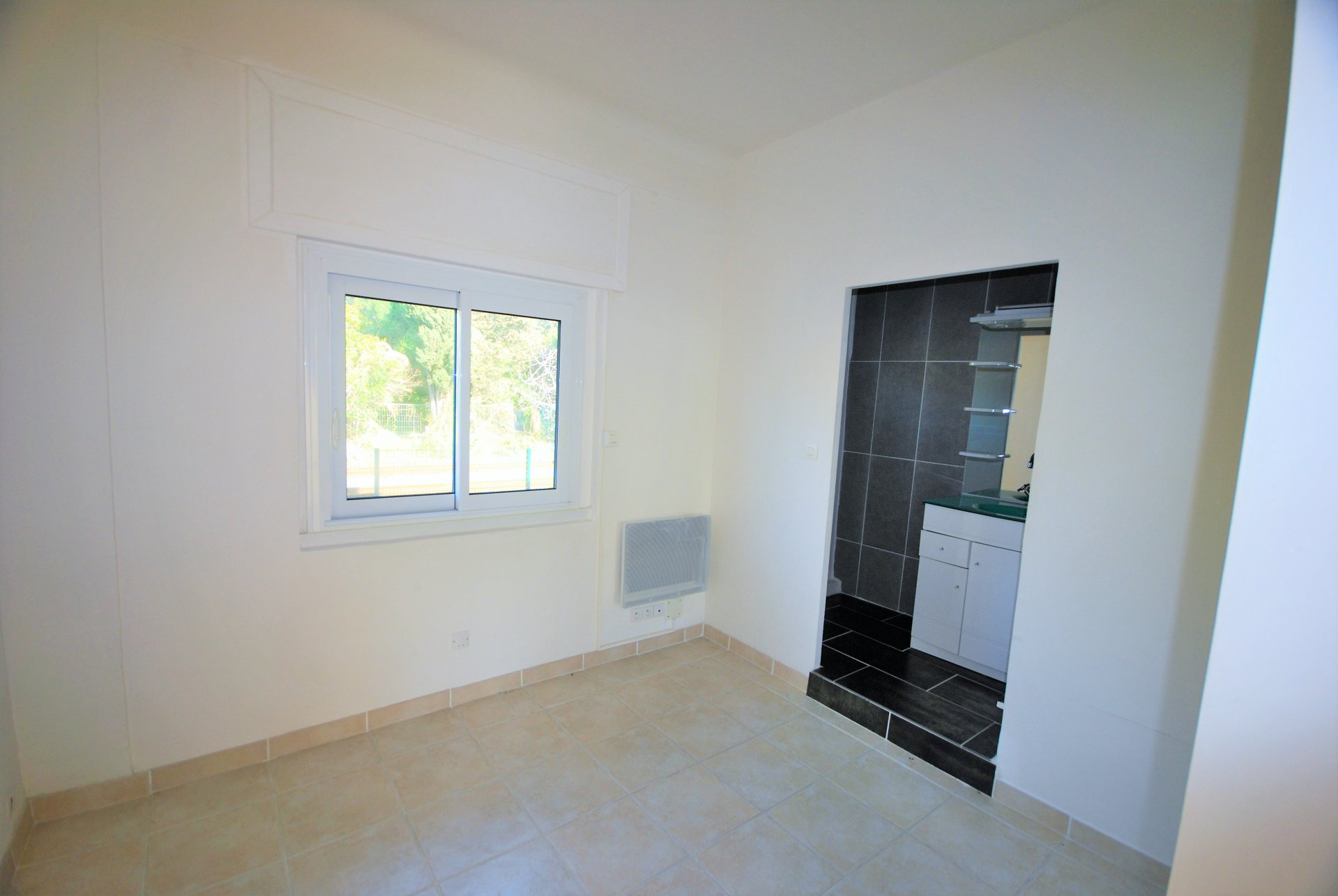 Palm Beach - 1 bedroom renovated appartment