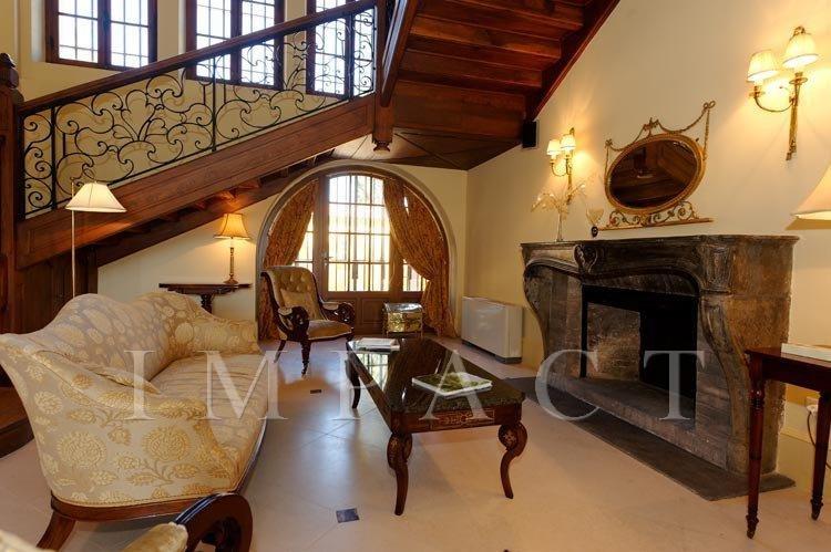 Wonderful castle for rent in Frejus