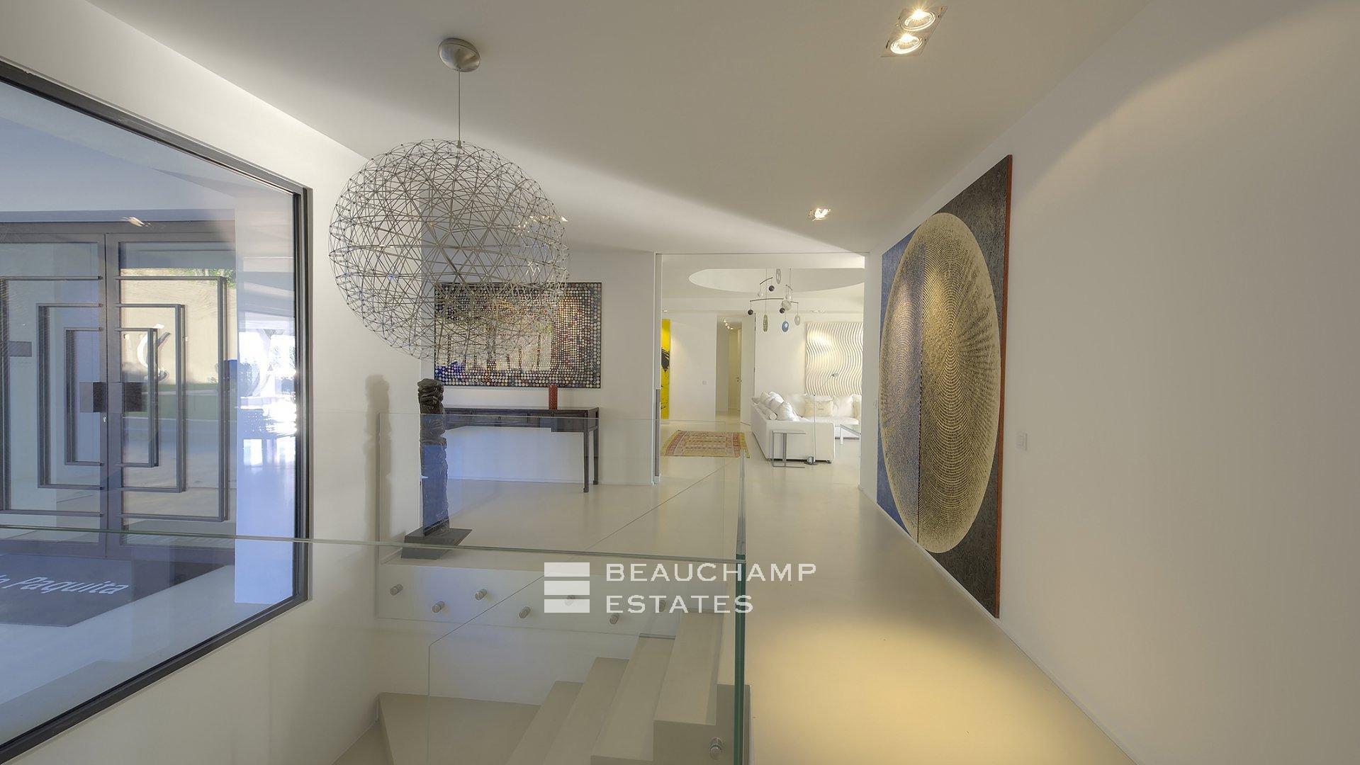 Superb Contemporary 5 Bedroom Holidays Villa in Cannes