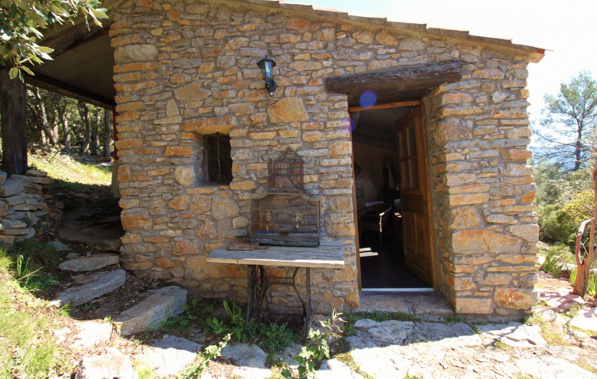 Villa avec maison d`amis sur tres beau terrain
