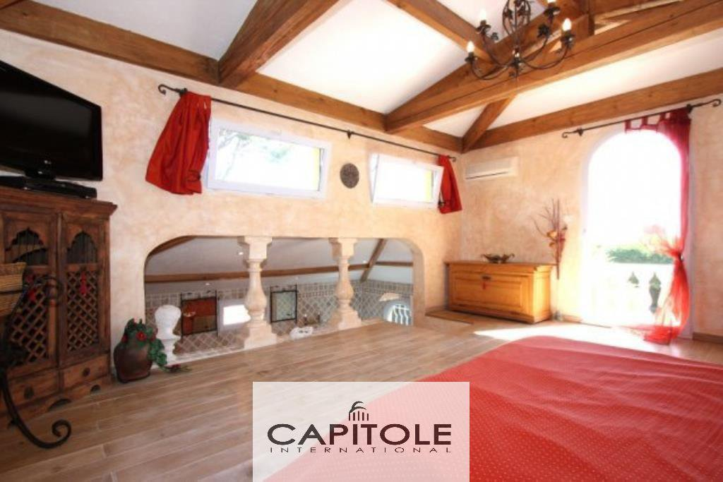 For sale, Cap d'Antibes, superb villa 230 m², garden,  pool, garage