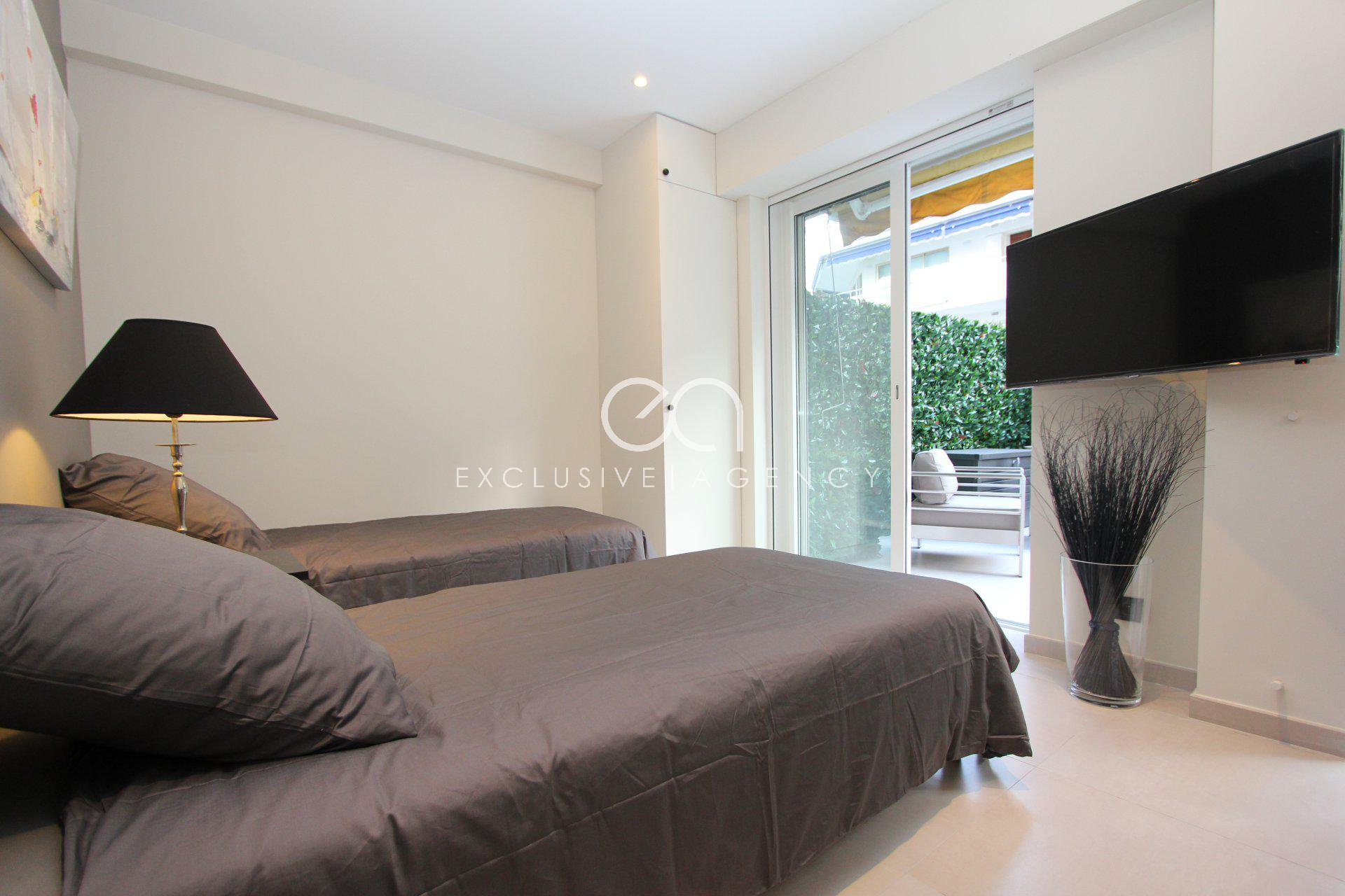 Cannes Center luxurious 3 rooms apartment of 60m² with terrace for 2 to 4 people.