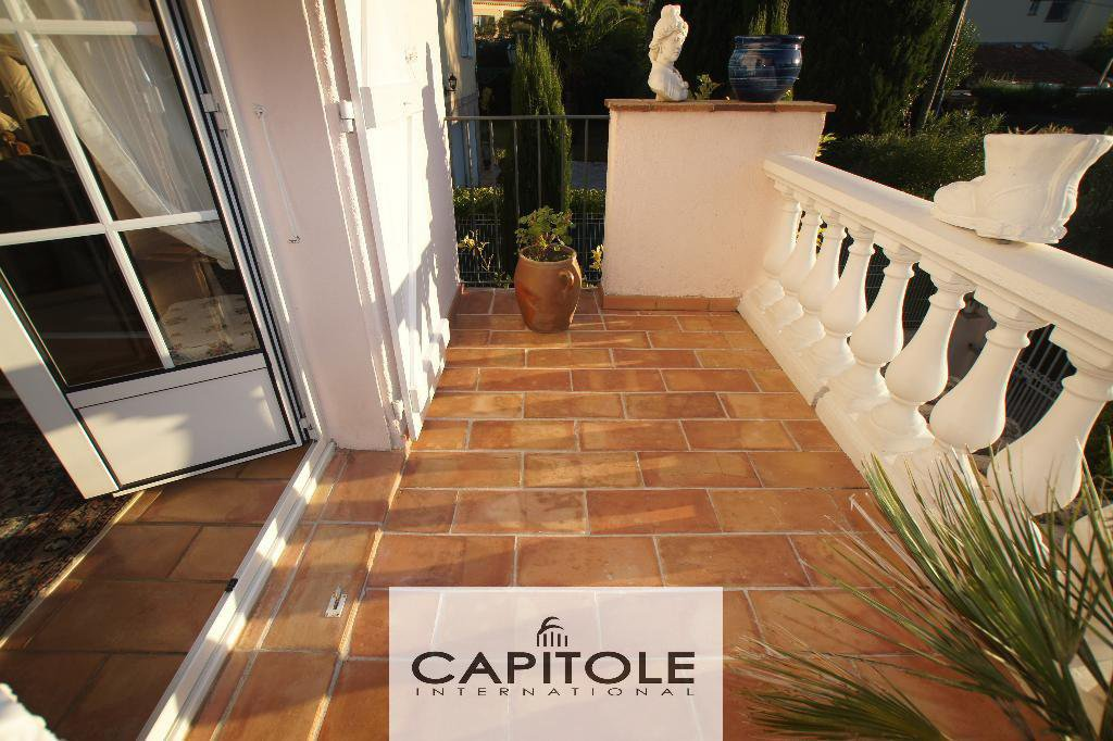 For sale, Cap d'Antibes borderline, beautiful 5 roomed villa sandy beach on foot
