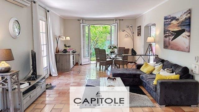 A vendre, Début Cap d'Antibes, belle villa 5 pièces, piscine,  plage à pied