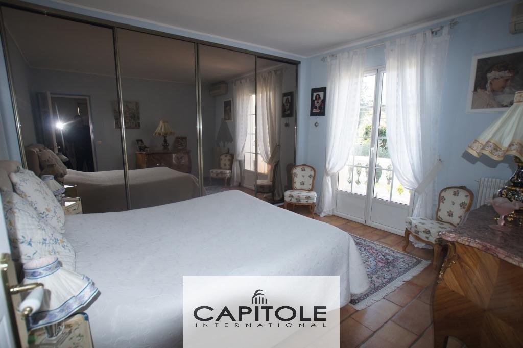 A vendre, Début Cap d'Antibes, belle villa 5 pièces plage à pied