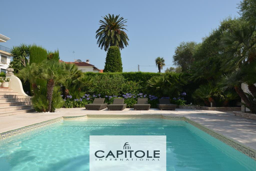 Cap d'Antibes luxurious bourgeois style villa pool