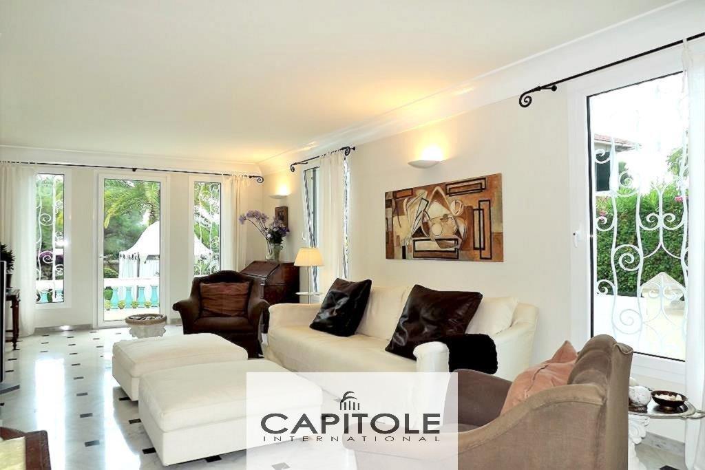 Cap d'Antibes luxueuse villa bourgeoise 5 pièces piscine