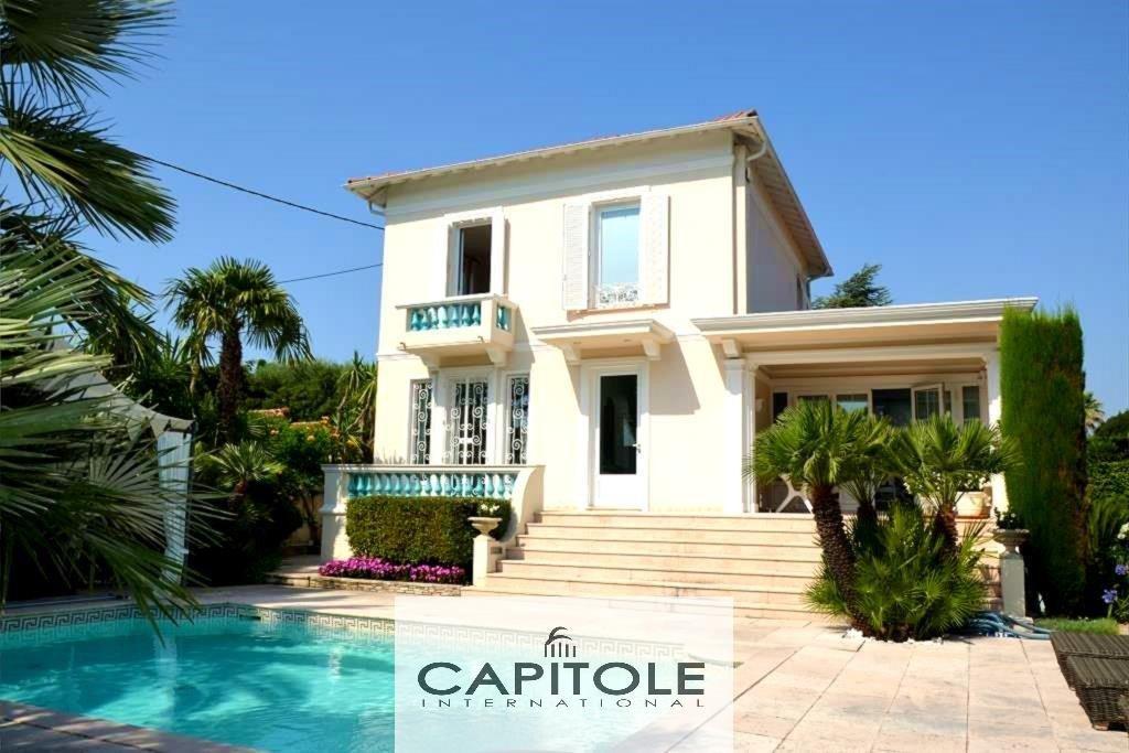 A vendre, Cap d'Antibes, luxueuse villa bourgeoise 5 pièces, piscine