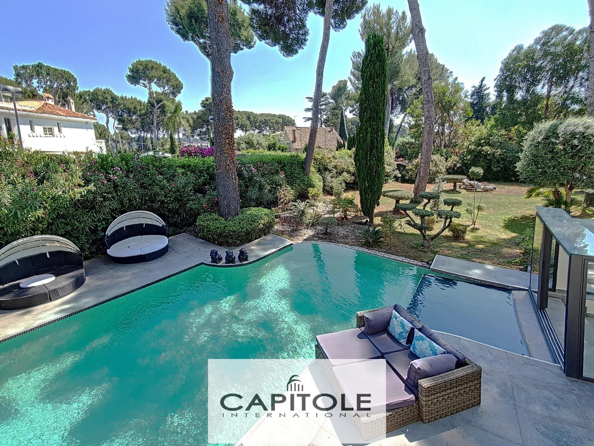 For sale, Cap d'Antibes,  188 m² villa, sea view, 1300m² garden, pool sea view