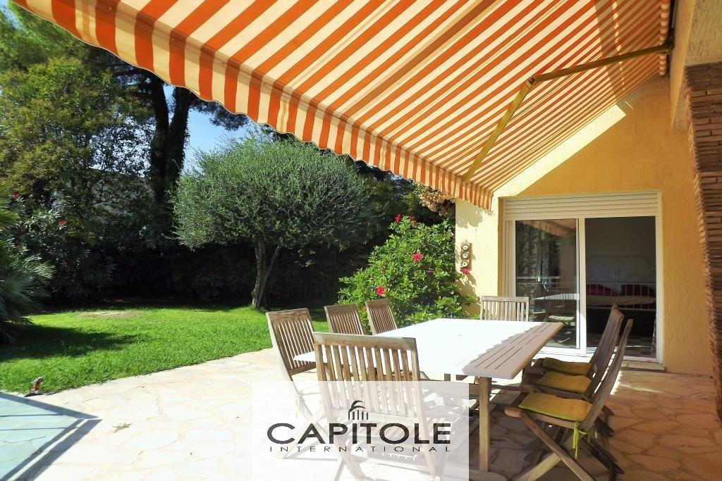 Cap d'Antibes 1 storey villa wooded garden pool barbecue possible expansion