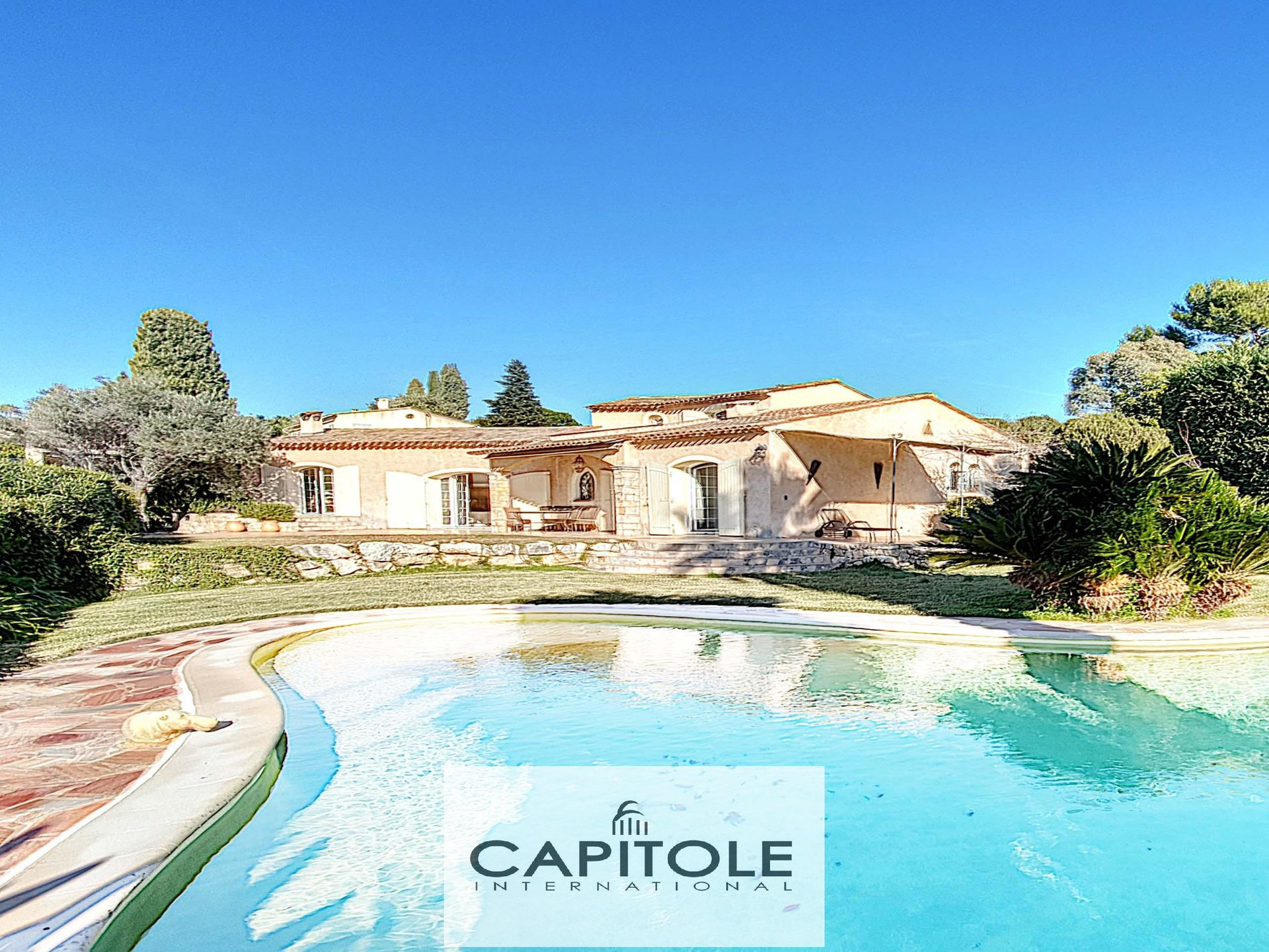 Antibes  6 bedrom villa of 229m²  with pool on grounds of 1800m²