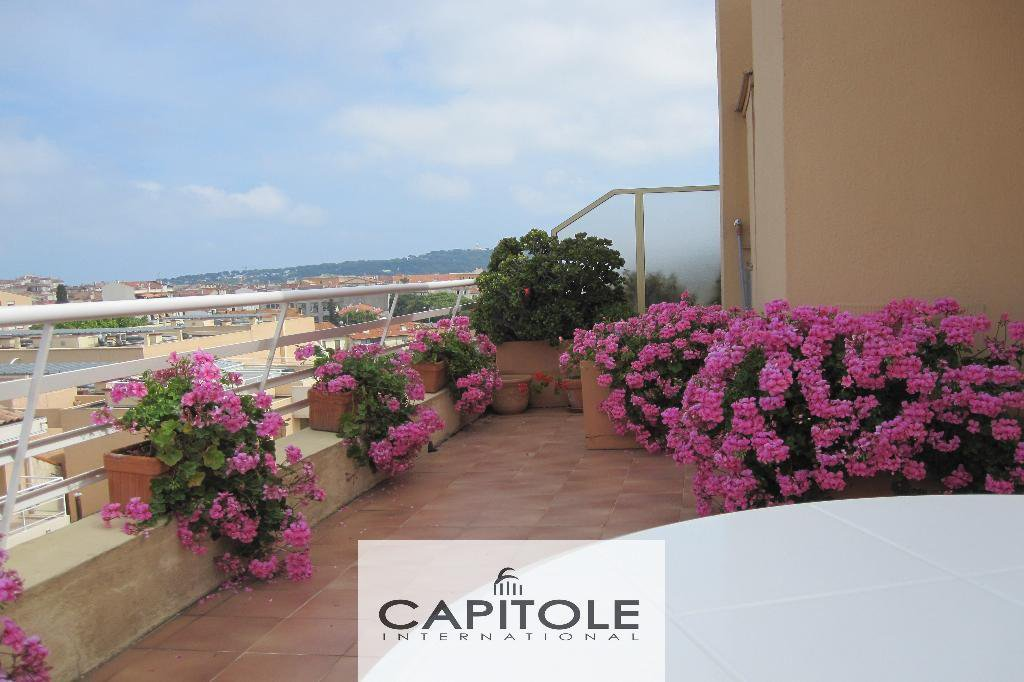For sale, Port of Antibes, penthouse, sea & mountains views, garage, beaches