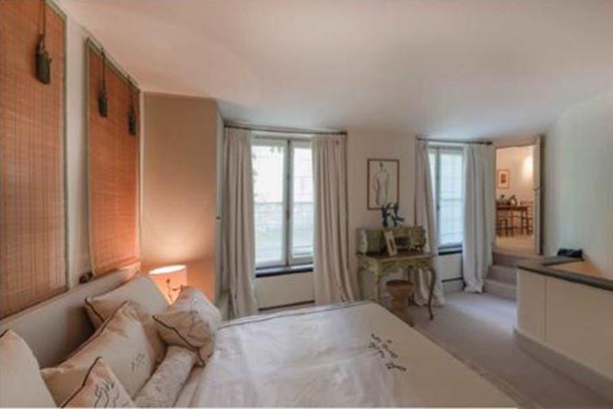 Bedroom, natural light