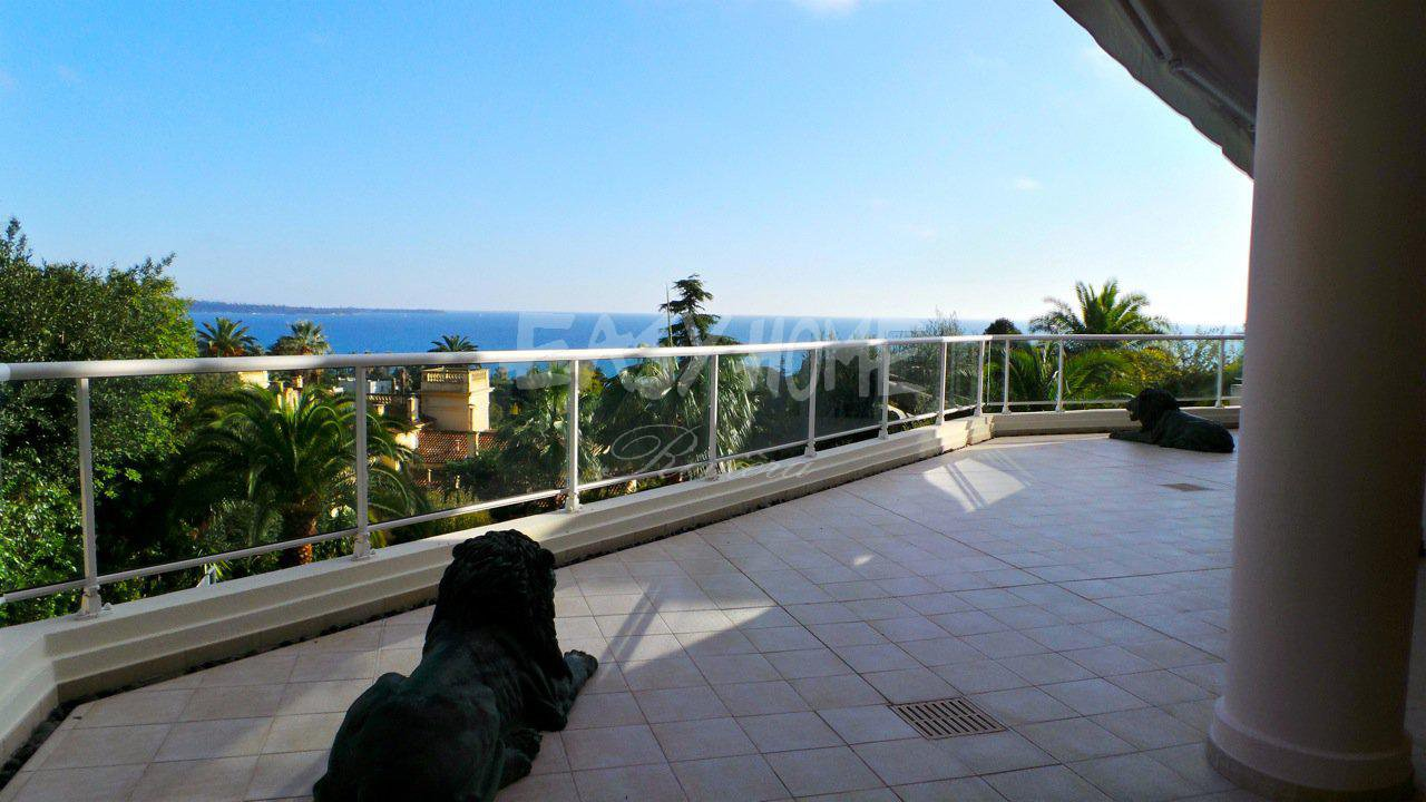 Purchase /Sale Apartement with panoramic sea view in Cannes