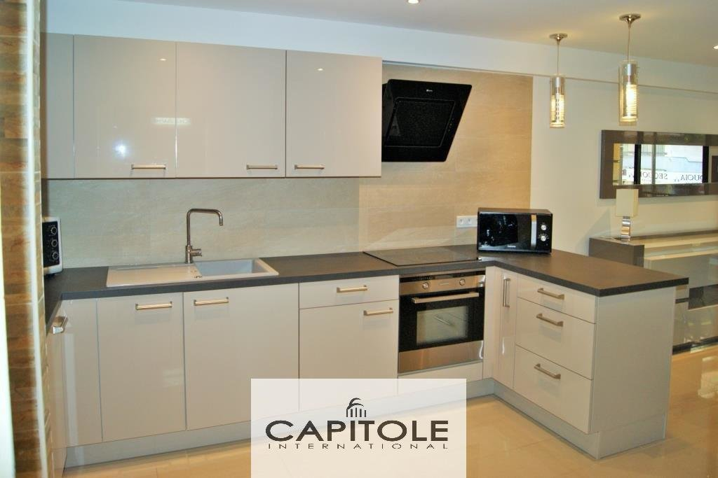 For sale, Antibes center Albert 1er, dual aspect 2 bed flat refurbished