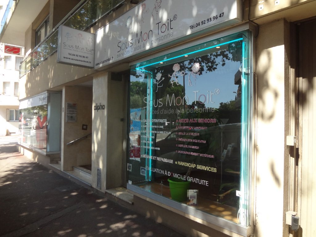 ANTIBES CENTRE - LOCAL COMMERCIAL A LOUER