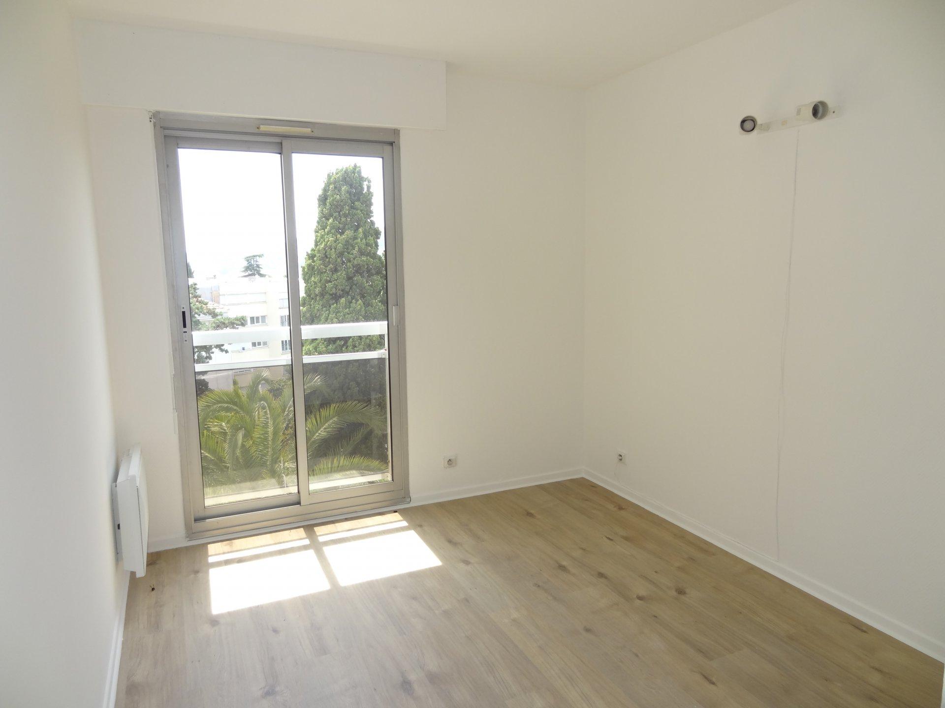 1 Chambre • 9.83 m²